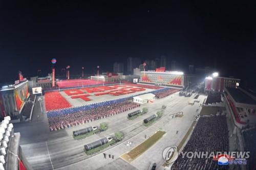 朝鮮八大閱兵式烘托強軍主旋律