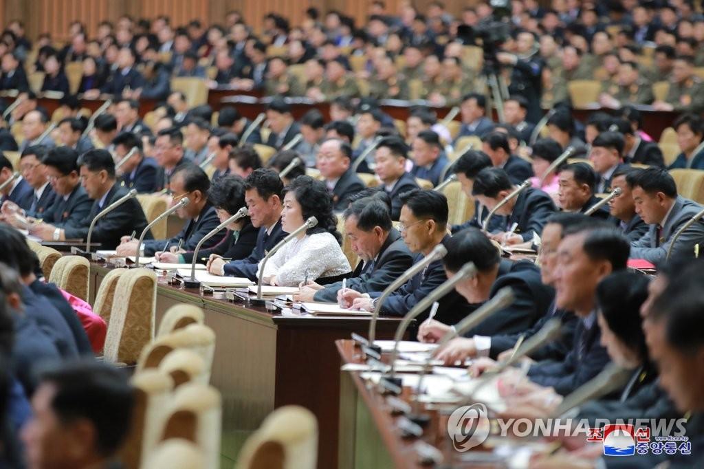 據朝中社1月18日報道,朝鮮第十四屆最高人民會議第四次會議17日在平壤萬壽臺議事堂舉行。 韓聯社/朝中社(圖片僅限南韓國內使用,嚴禁轉載複製)