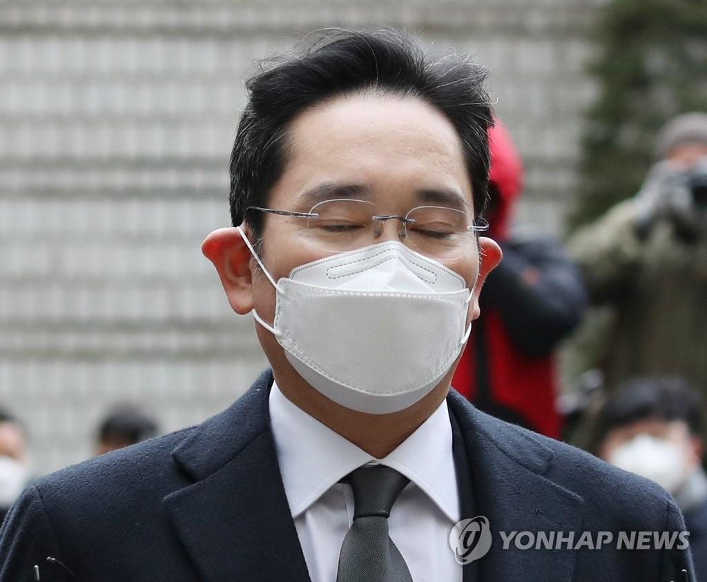 1月18日,在首爾高等法院,李在鎔出庭受審。 韓聯社