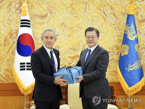 文在寅接見即將離任的美國駐韓大使哈�奡�
