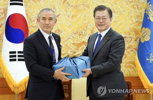 韓總統贈酒美大使