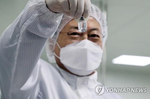 文在寅視察韓企新冠疫苗生產現場