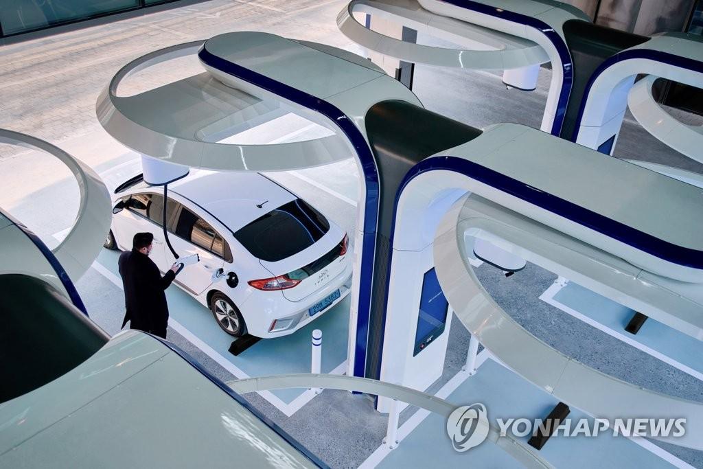 現代汽車快速充電站
