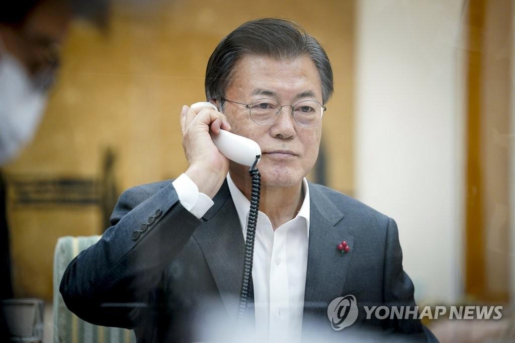 1月26日下午,南韓總統文在寅和中國國家主席習近平通電話。 韓聯社/青瓦臺供圖(圖片嚴禁轉載複製)