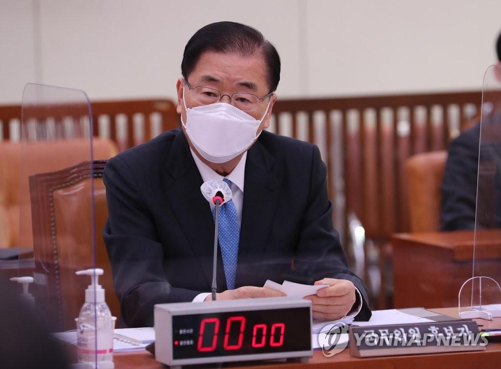 2月5日,在南韓國會外交統一委員會,外交部長官被提名人鄭義溶出席人事聽證會並回答議員提問。 韓聯社