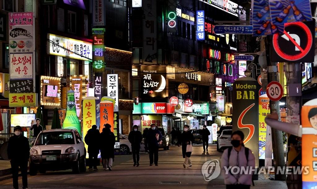 資料圖片:首爾市蠶室洞的繁華街區 韓聯社