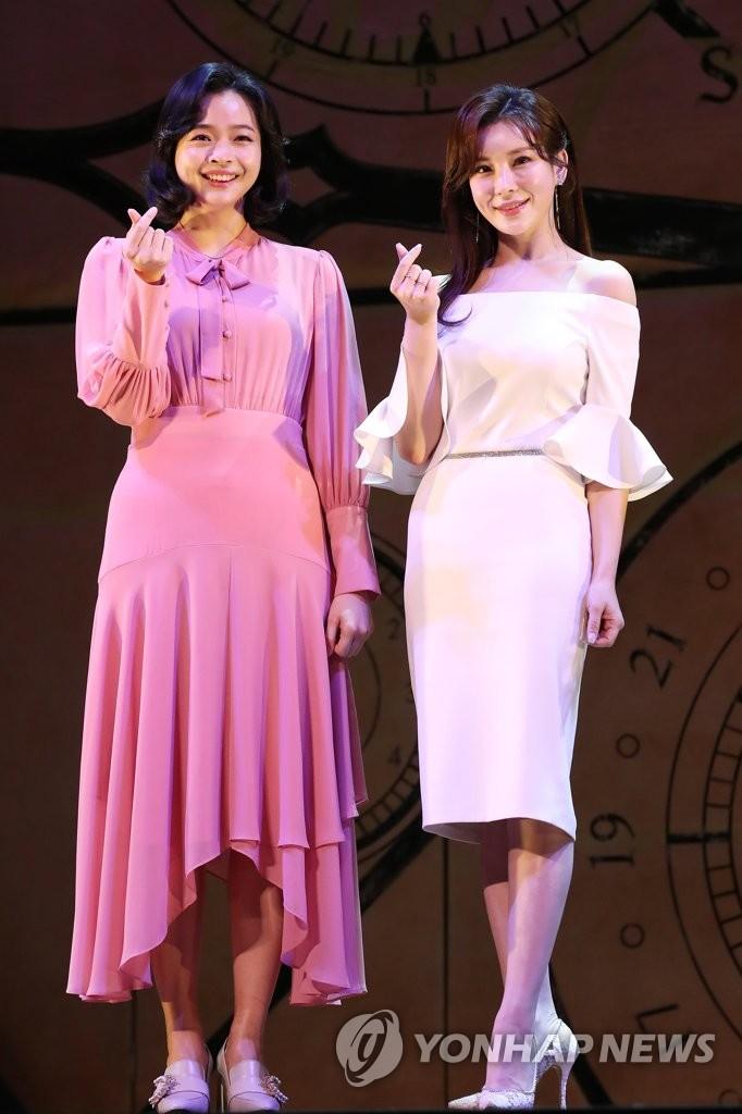 演員鄭仙雅和羅河娜