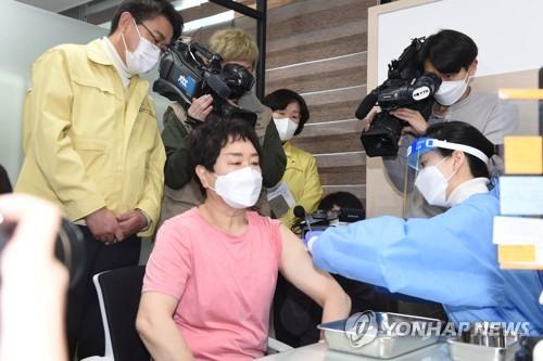 首爾市新冠疫苗首位接種者