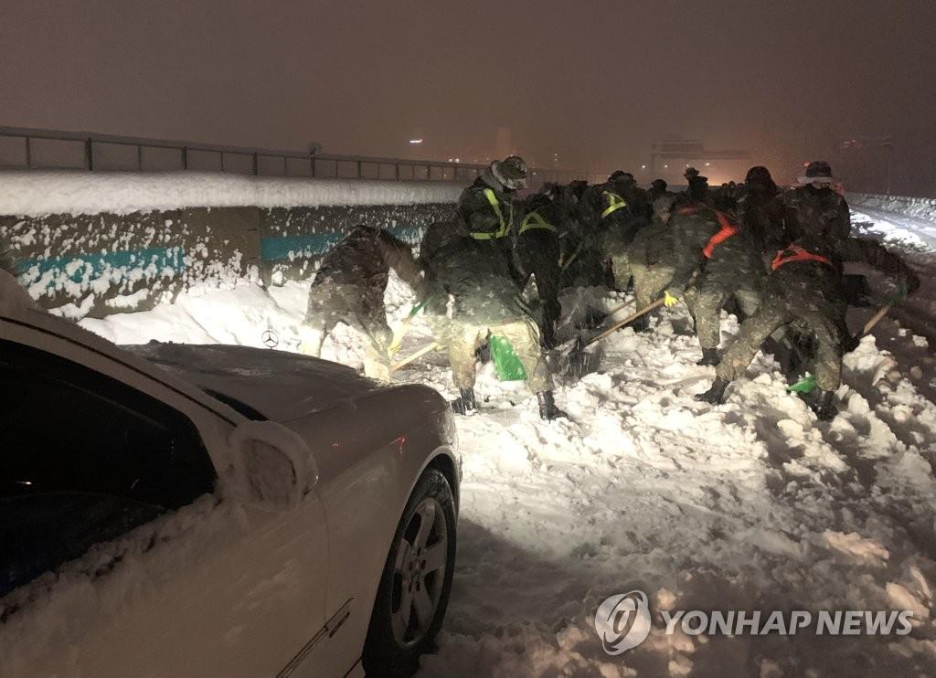 韓江原道突降暴雪致交通事故激增