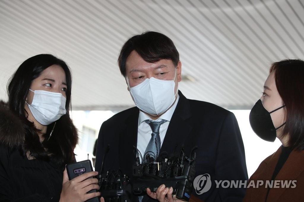 3月3日下午,在大邱市,尹錫悅答記者問。 韓聯社