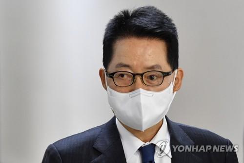 消息:韓情報首長在東京拜會日本首相菅義偉