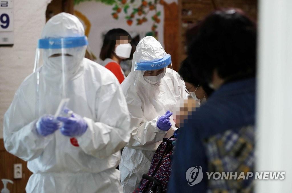 簡訊:南韓新增452例新冠確診病例 累計98209例