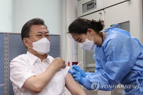 文在寅夫婦接種阿斯利康新冠疫苗