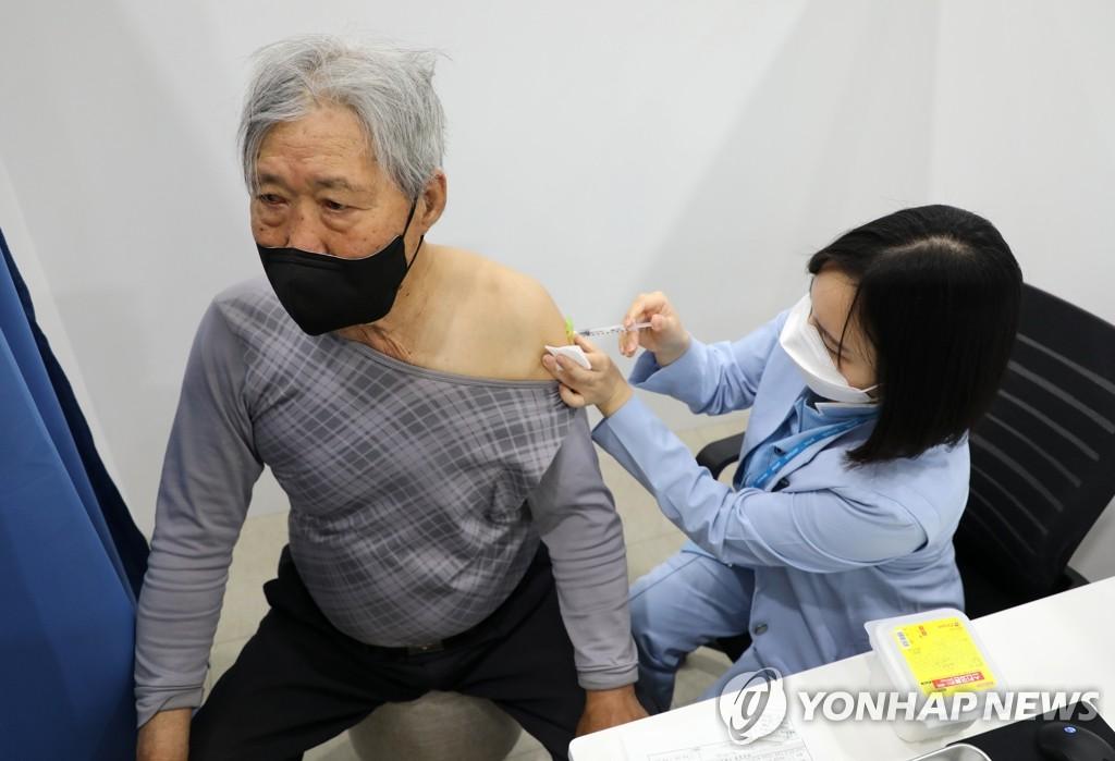韓75周歲以上普通民眾今起施打新冠疫苗