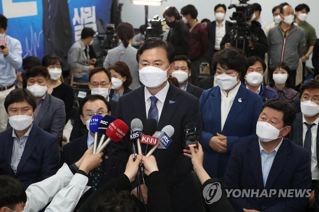 資料圖片:共同民主黨釜山市長候選人金榮春 韓聯社
