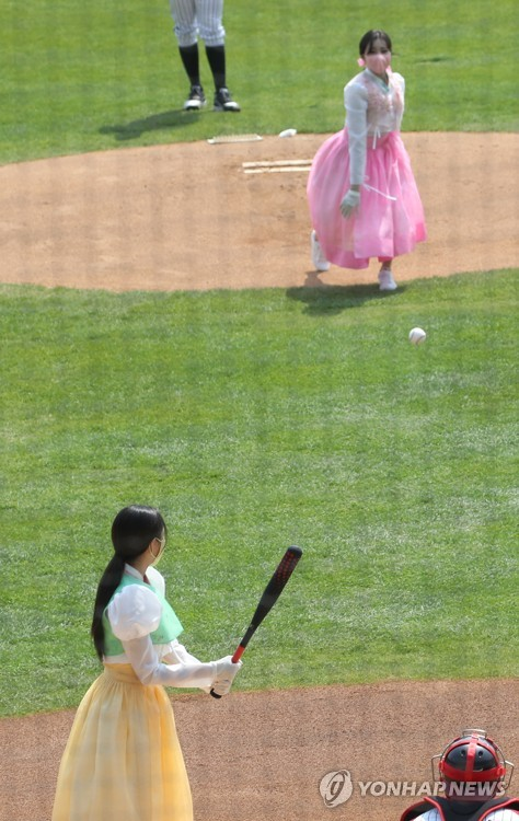 MOMOLAND為職棒賽開球試打