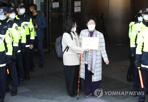慰安婦受害者向日使館提交信函