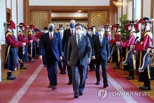 文在寅:韓日互為重要夥伴 可合力解決難題