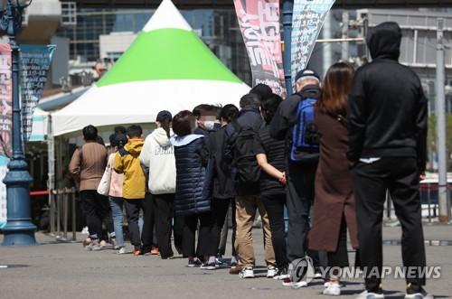 簡訊:南韓新增698例新冠確診病例 累計112117例