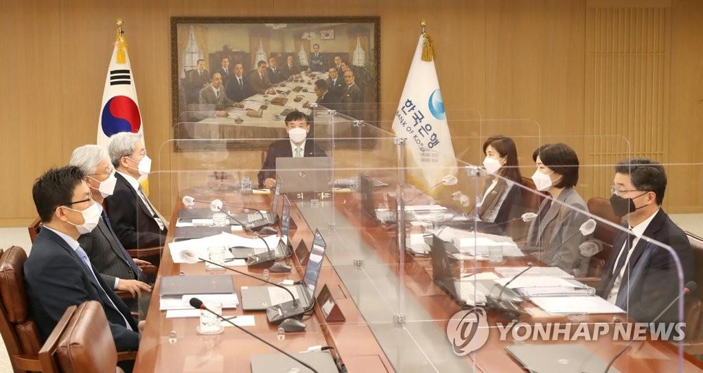 南韓央行金融貨幣委員會全體會議現場 韓聯社/南韓銀行供圖(圖片嚴禁轉載複製)