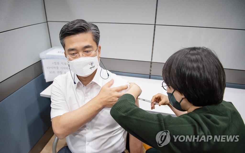 韓30歲以上官兵有望月底提前接種新冠疫苗