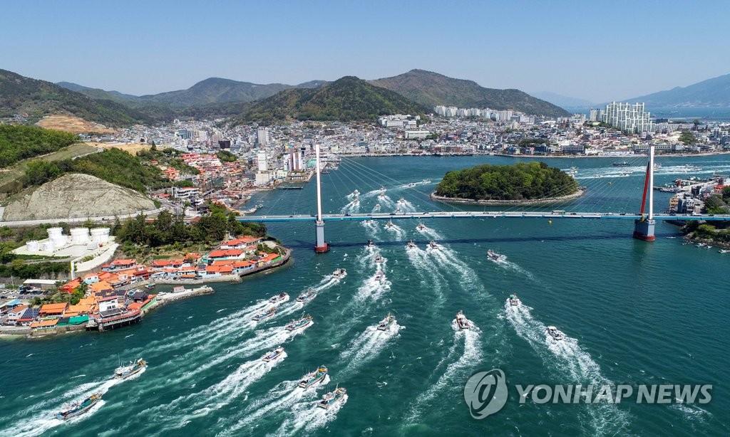 漁船示威反對日本核水入海