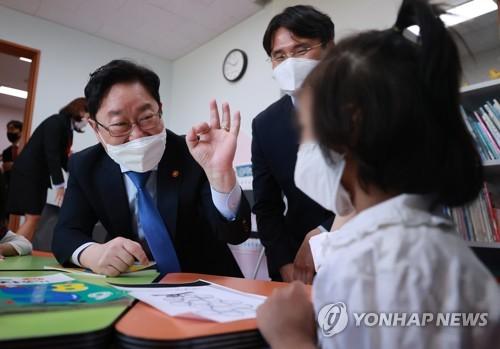 韓法務部長參觀難民安置教育