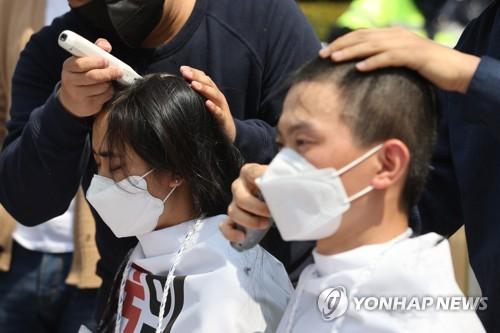 南韓學生削發抗議日本排污入海