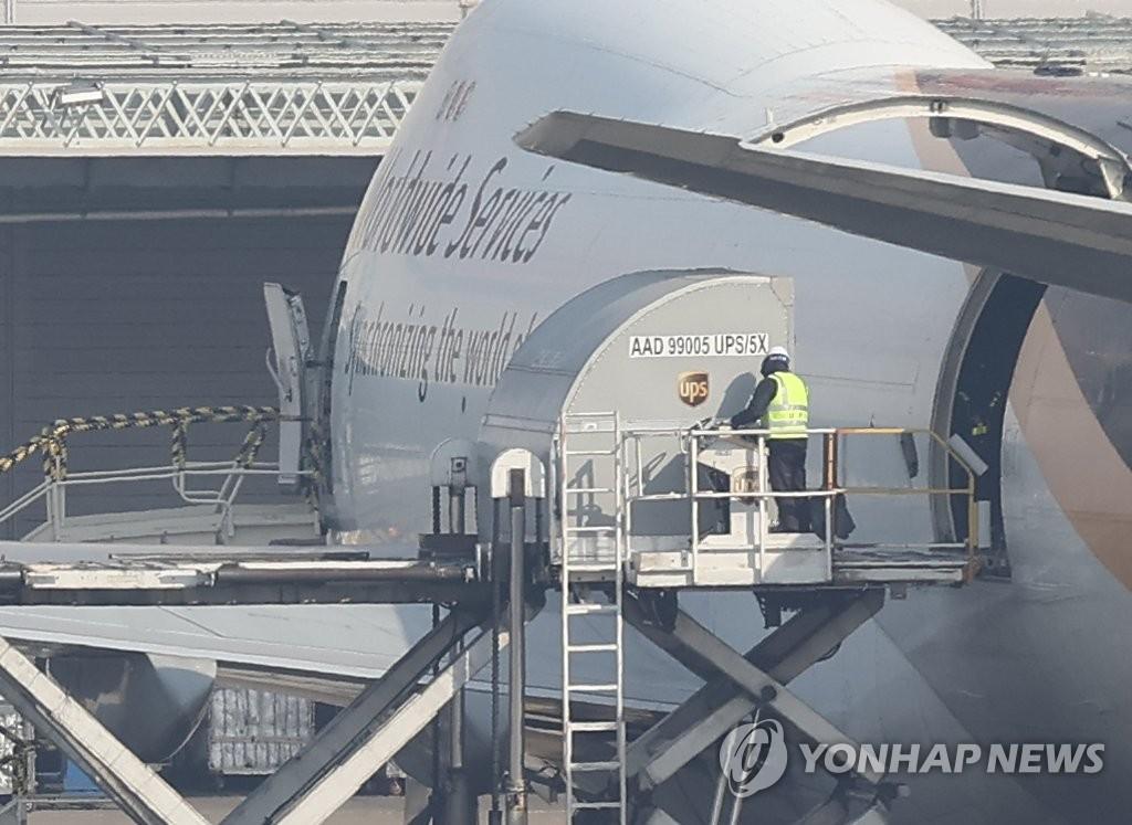 輝瑞疫苗12.5萬份運抵南韓