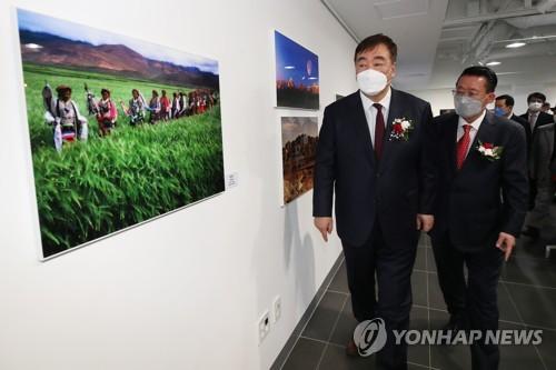 中國駐韓大使在首爾出席中國西部圖片展開幕式