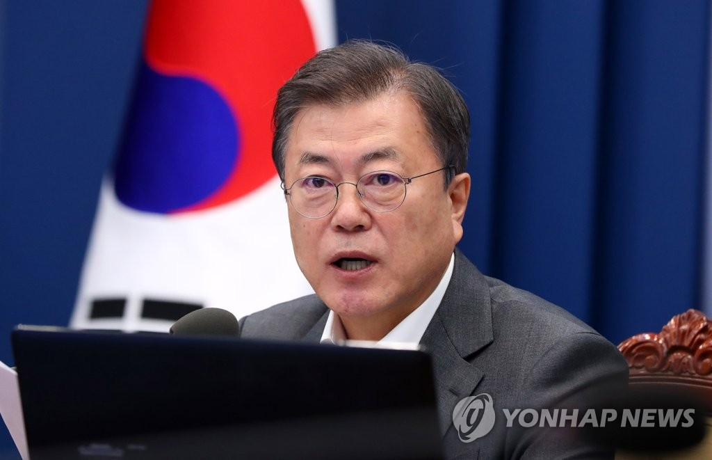 4月26日,南韓總統文在寅在首席秘書和輔佐官會議上發言。 韓聯社