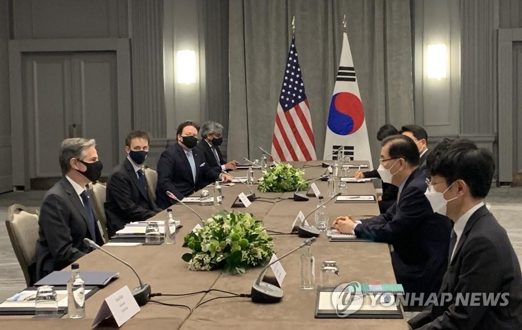 當地時間5月3日,南韓外交部長官鄭義溶(右二)在倫敦與美國國務卿安東尼·布林肯(左一)舉行會談。 韓聯社