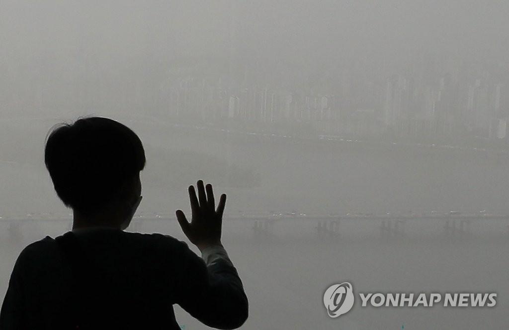 首爾籠罩在霧霾中