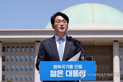 韓執政黨議員樸用鎮宣佈參加大選