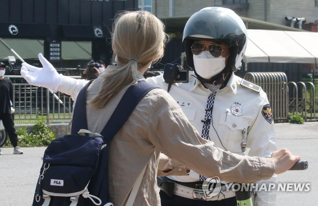 騎滑板車請戴頭盔