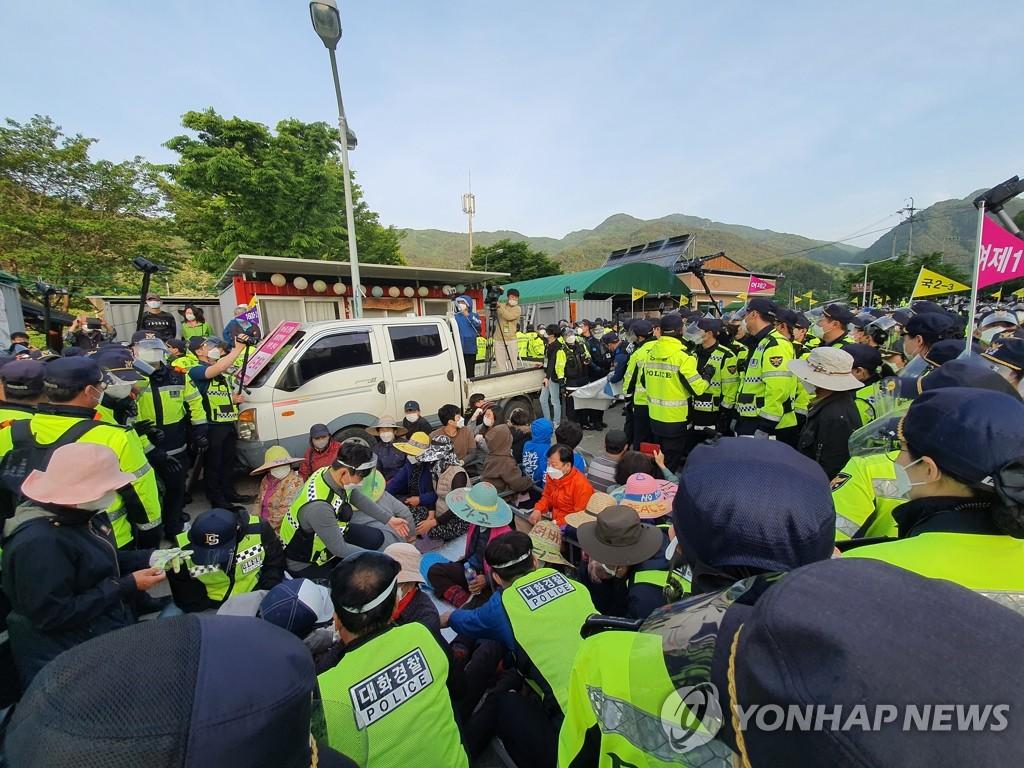 警民在薩德基地前對峙