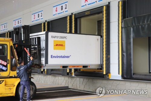南韓採購阿斯利康輝瑞共370多萬劑疫苗到貨