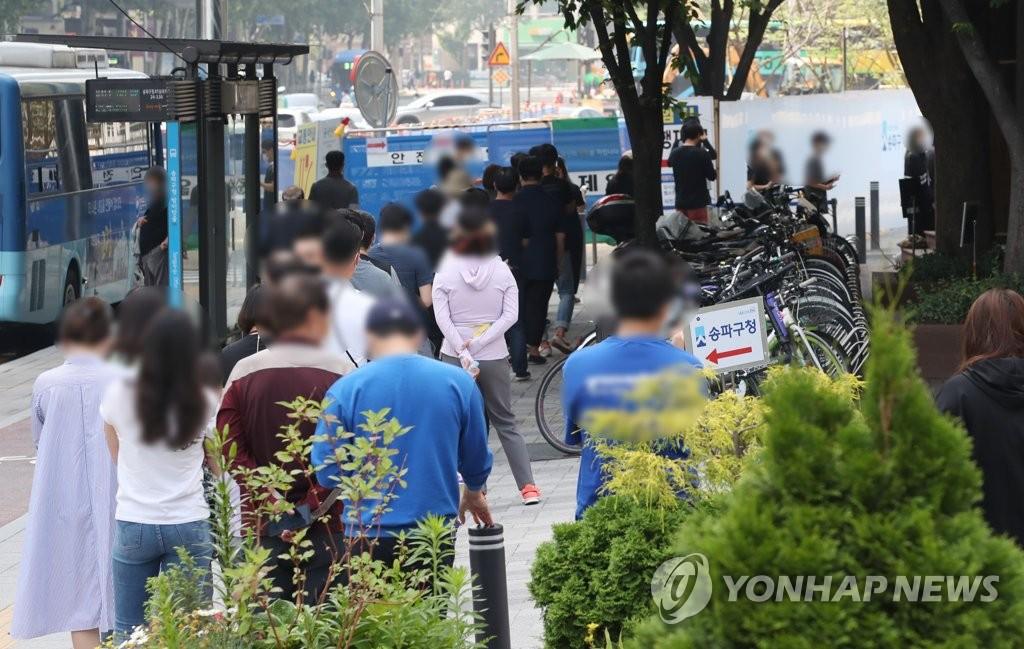 簡訊:南韓新增681例新冠確診病例 累計142157例