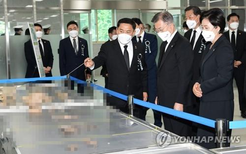 文在寅訪問韓軍遺骸身份確認中心