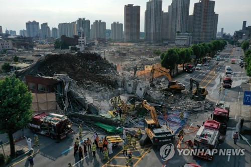 韓光州市拆遷樓倒塌致8人重傷