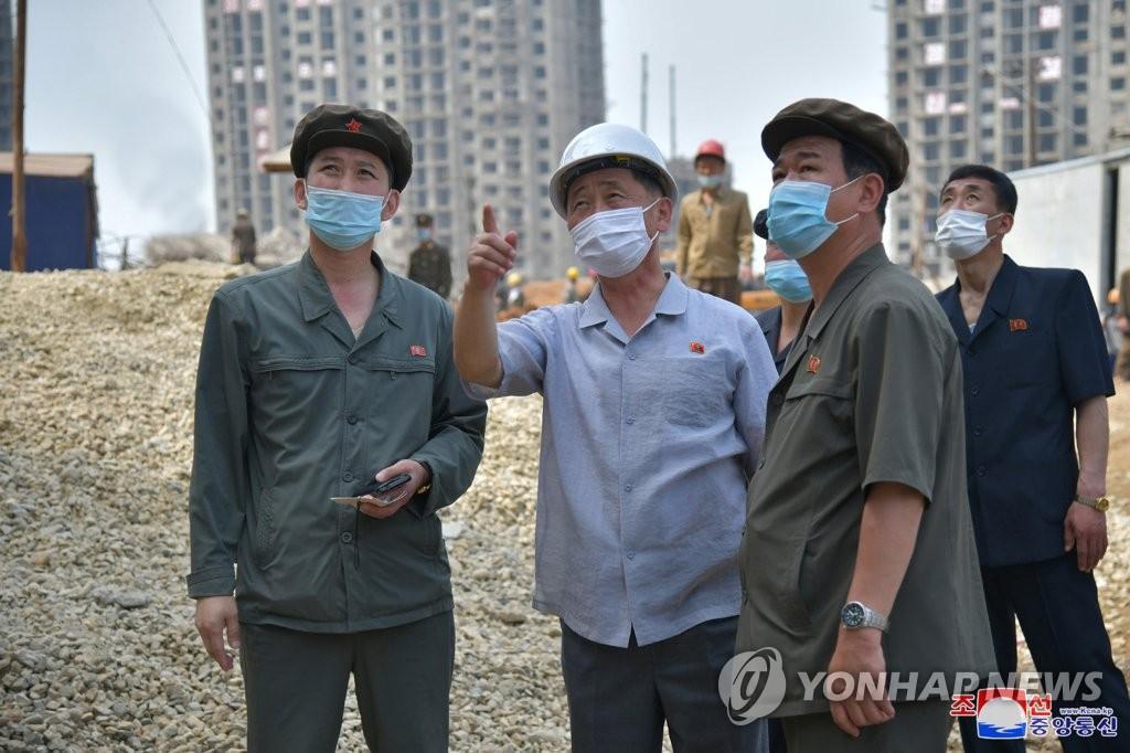 朝鮮總理視察平壤新建住宅工地
