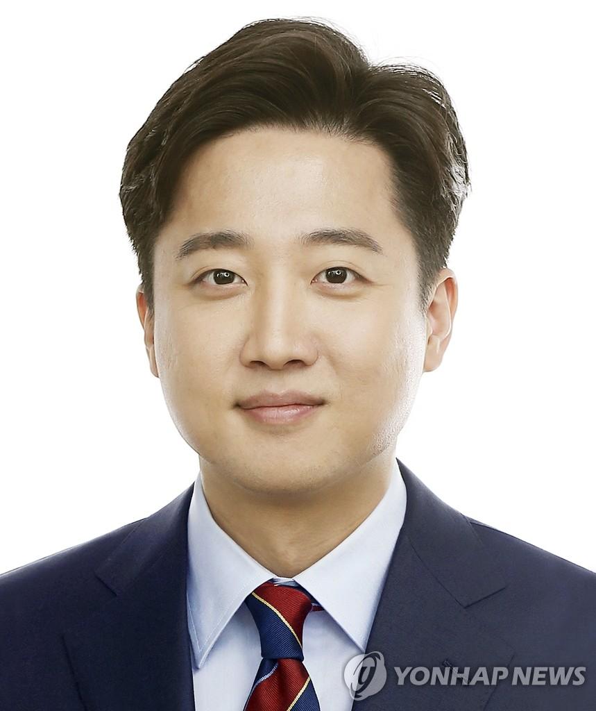國民力量黨新黨首李俊錫 韓聯社