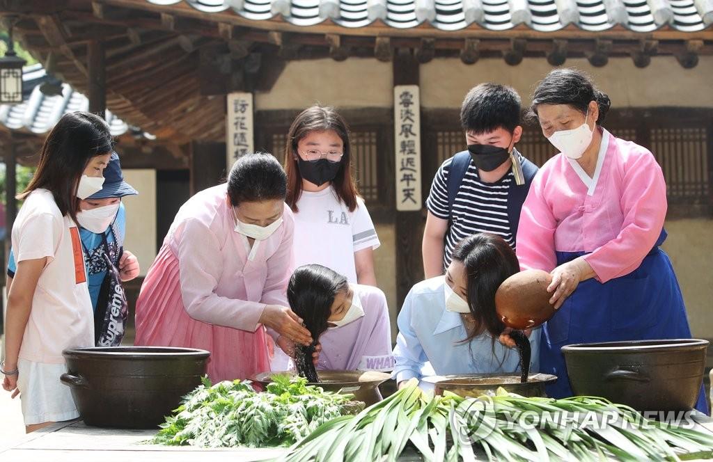 體驗菖蒲水洗頭