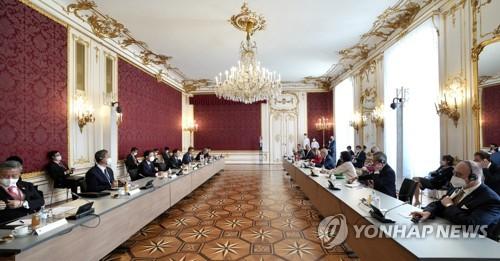詳訊:文在寅同奧地利總統范德貝倫舉行會談