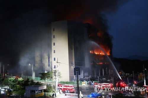 韓一電商物流中心火災持續24小時
