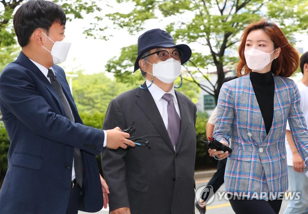 前釜山市長吳巨敦性騷擾案被求判7年