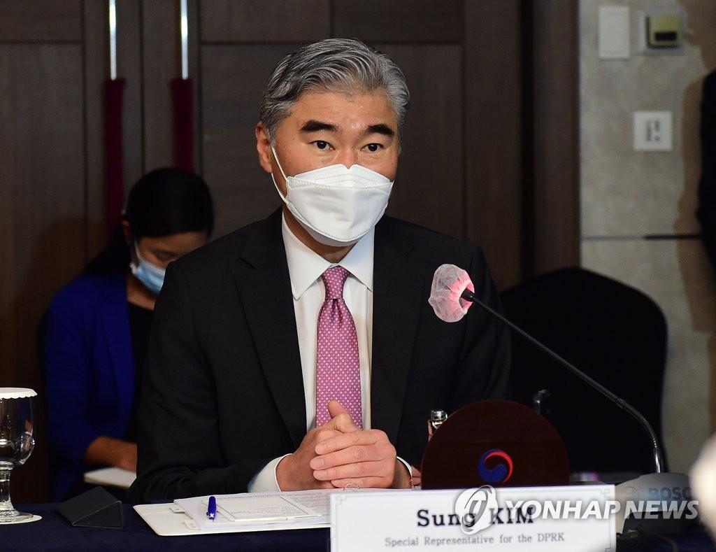 6月21日,在首爾市中區的樂天酒店,星·金出席朝核問題韓美首席代表磋商。 韓聯社/聯合攝影記者團