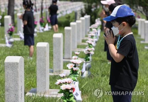 為參戰烈士祈禱