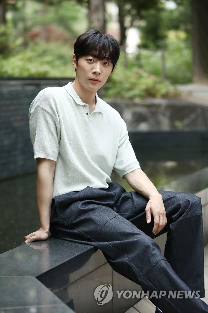《打包袱》主演申譞洙