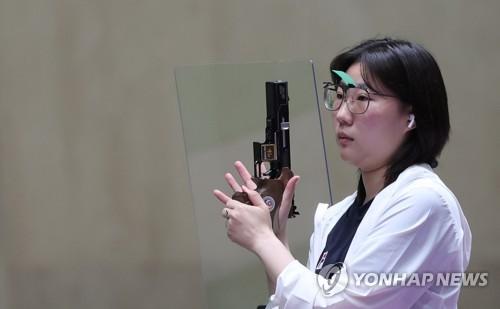 韓選手金珉靜斬獲女子25米手槍銀牌